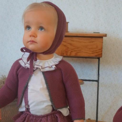 Chaqueta Ancar color ciruela bebé larga ribete gris. [1]
