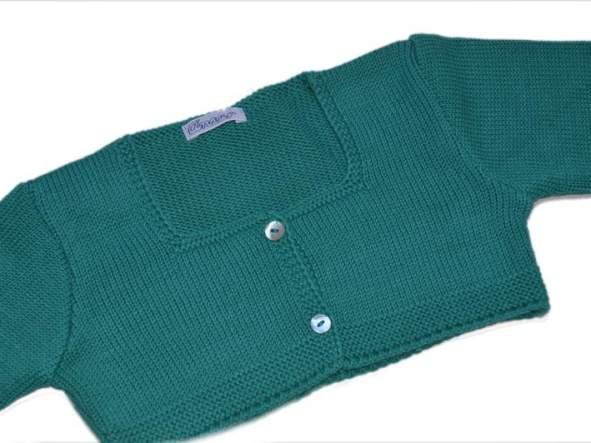 Rebeca Ancar cuello a la caja color verde. [1]