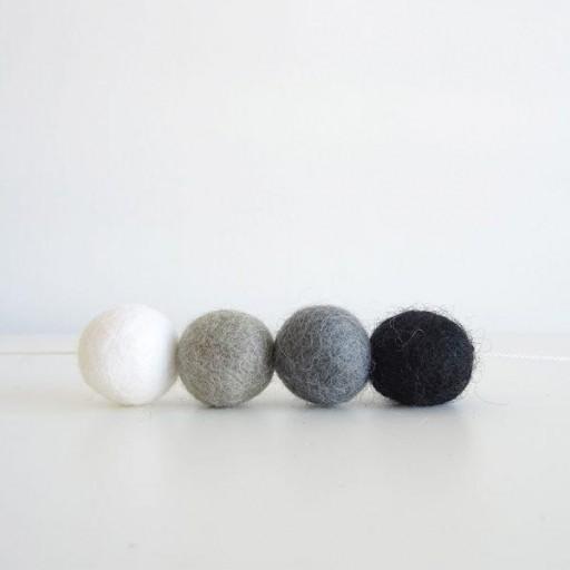 Guirnalda mix colores: negro/blanco/gris claro/gris oscuro [3]