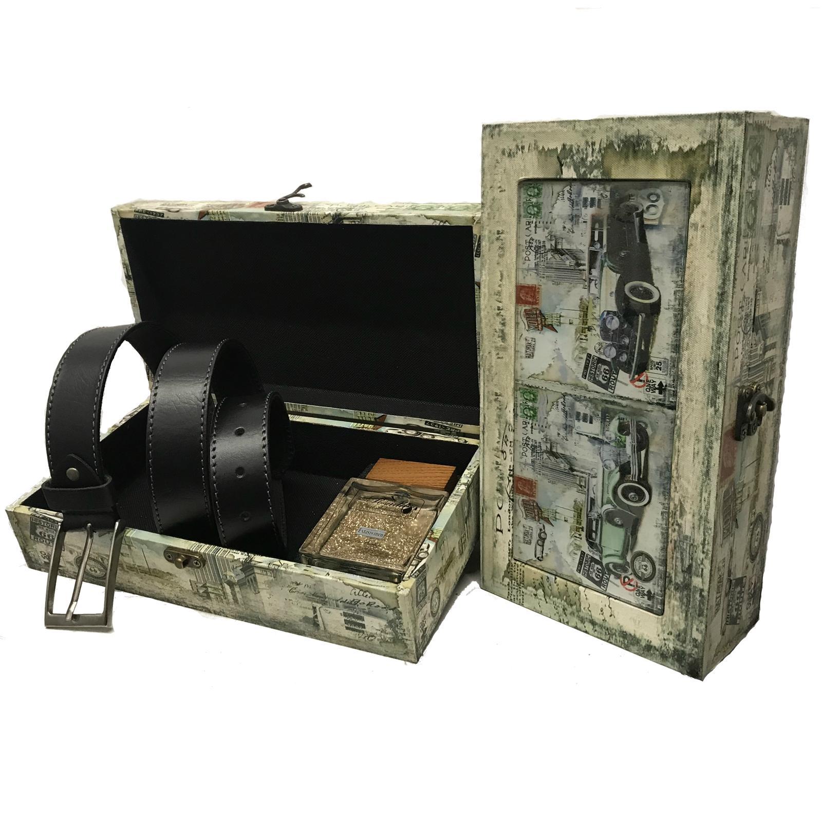 Pack con cinturón y caja especial para perfumes de 100 ml.