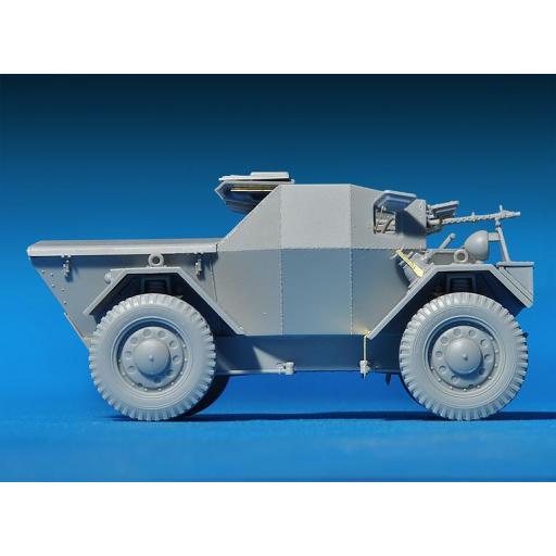 1/35 Leichter Pz. Kpfw. Mk.I 202(e) DINGO c/figuras [2]