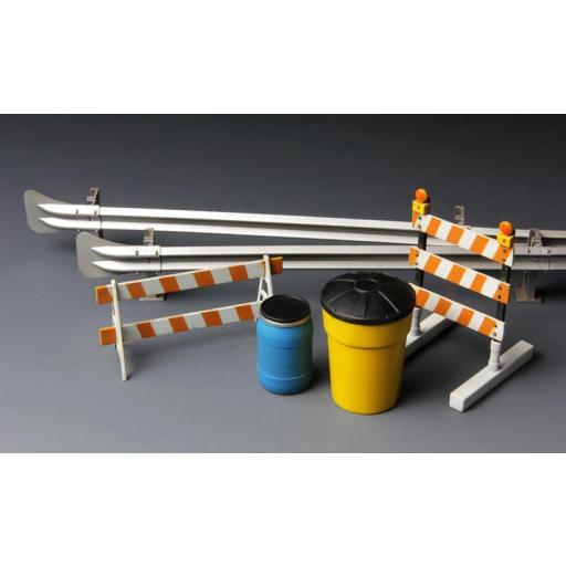 1/35 Barricades & Highway Guardrail [1]
