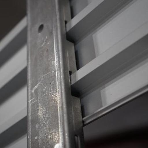 Bastidores metálicos a pared [1]