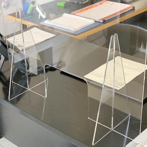 Mamparas de mesa anticontagio. [1]