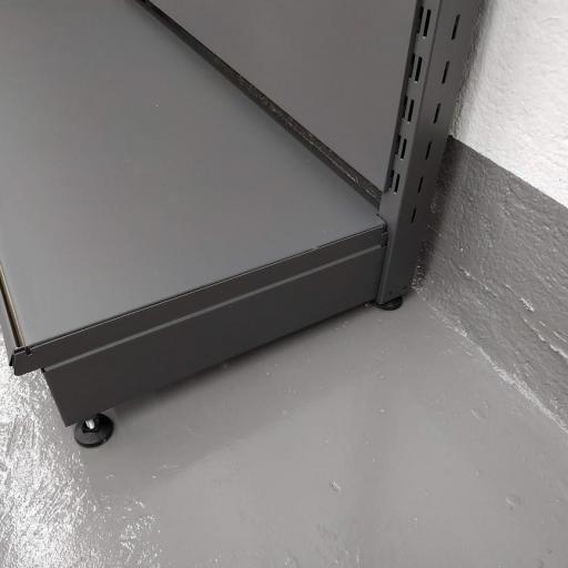 Estantería gris trasera chapa lisa a pared [1]