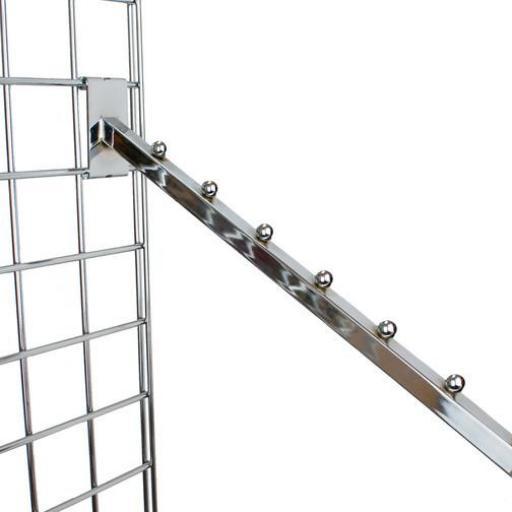 Colgador inclinado con pivotes a panel de rejilla [2]