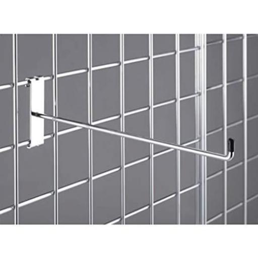 Paneles de rejillas cromadas a pared [1]