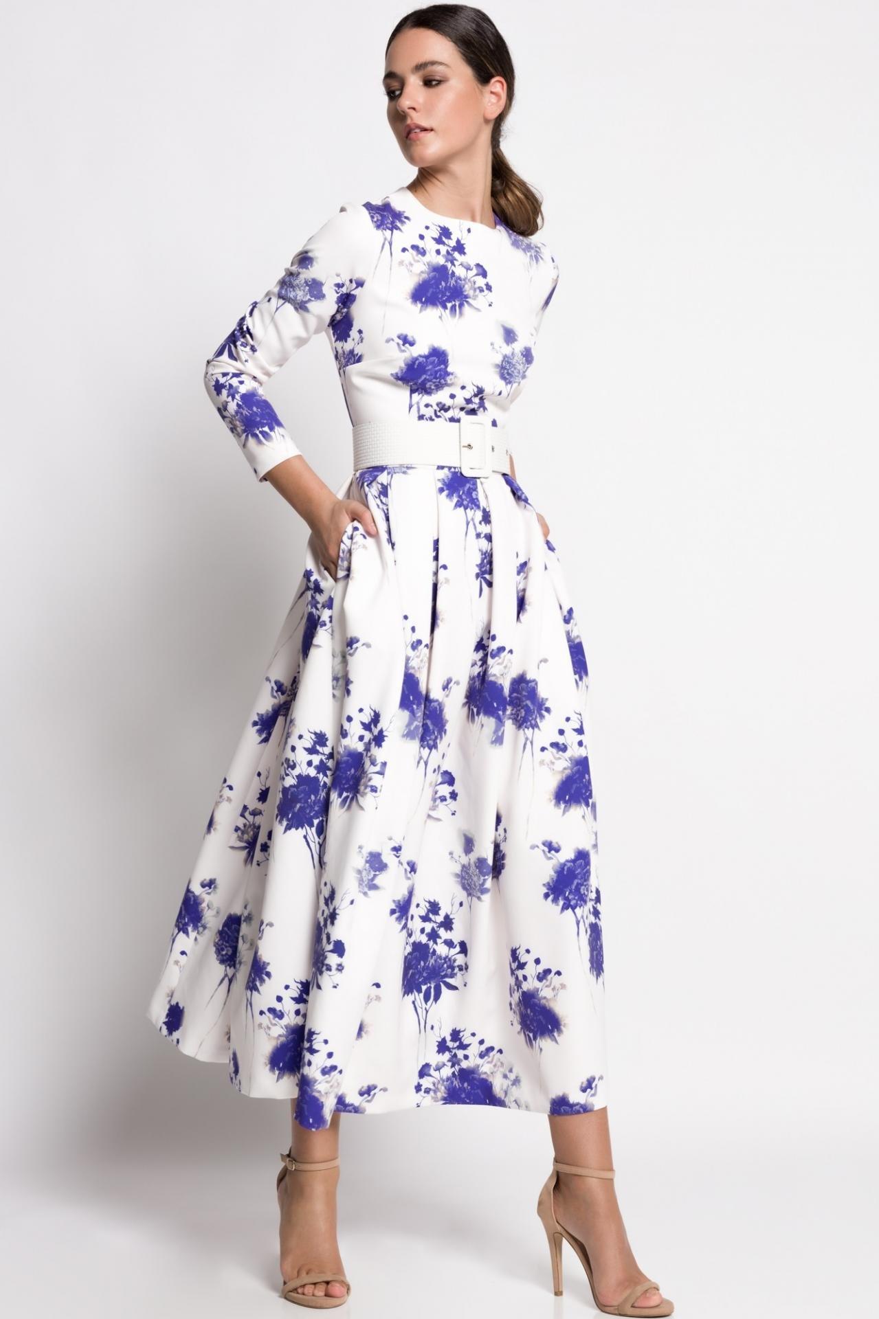 vestido-de-fondo-blanco-flores-azules-coleccion-2021-1618418951.jpg