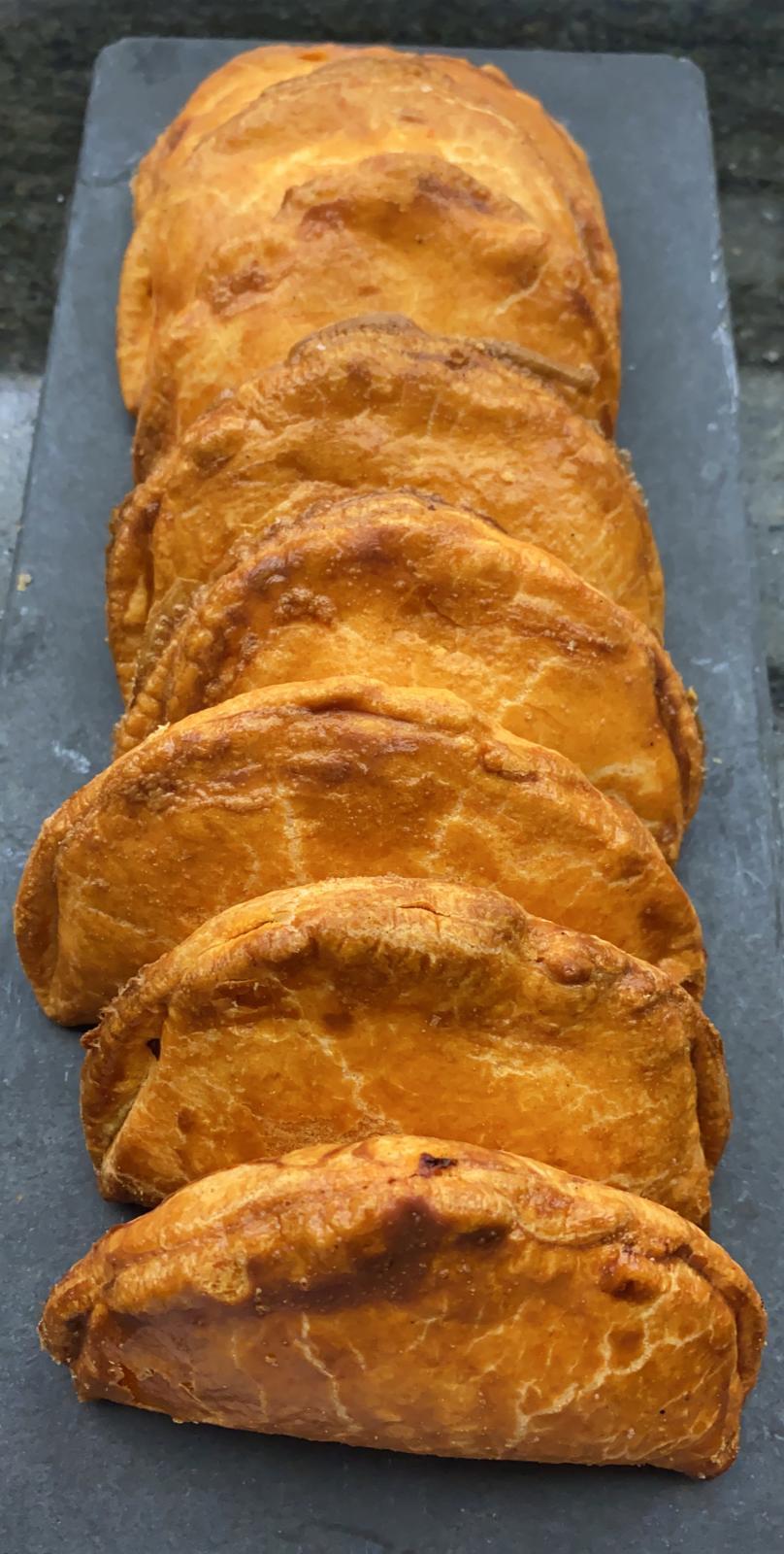 Empanadillas de frito de atún (1 ud)