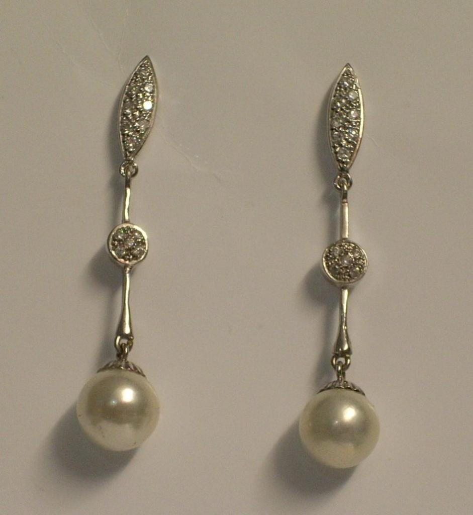 Pendientes para novia,  de Oro Blanco, Circonitas y Perla cultivada Japonesa. Articulado. 100% Oro 18 quilates.