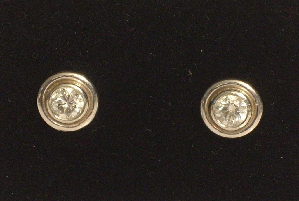 Pendientes  oro blanco brillantes 0,90 quilates tipo chatón color H calidad VSI