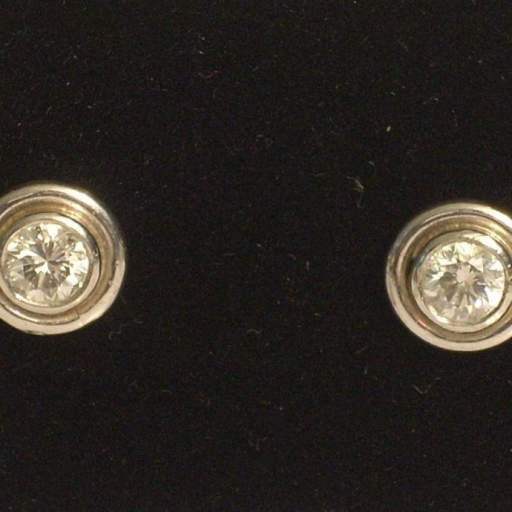 Pendientes  oro blanco brillantes 0,90 quilates tipo chatón color H calidad VSI [0]