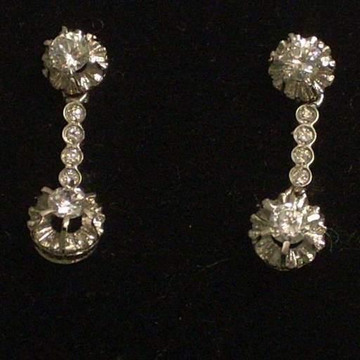 En oferta pendientes oro blanco 18 quilates y circonitas, ideal novias.