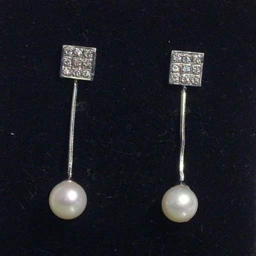 Pendientes largos oro blanco 18 Kts con perlas cultivadas