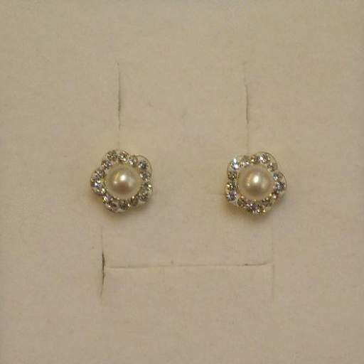 Hermosos Pendientes de Comunión en Oro Amarillo 18 Quilates Con Perlas Cultivadas y Circonitas.