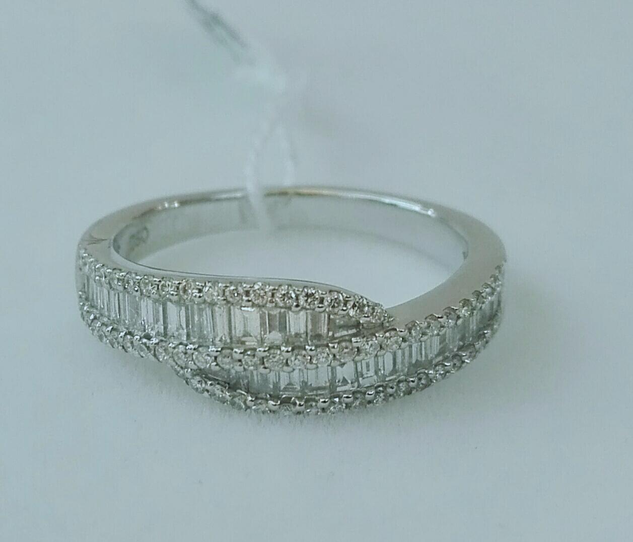Sortija Oro Blanco y Diamantes Talla Brillante Y Baguette