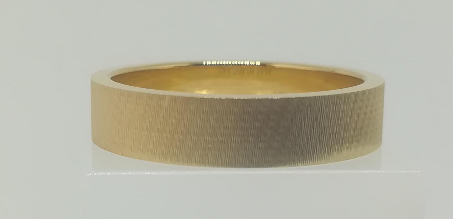 Alianza LK en Oro 18 Quilates Modelo Rectangular Terminación Mate