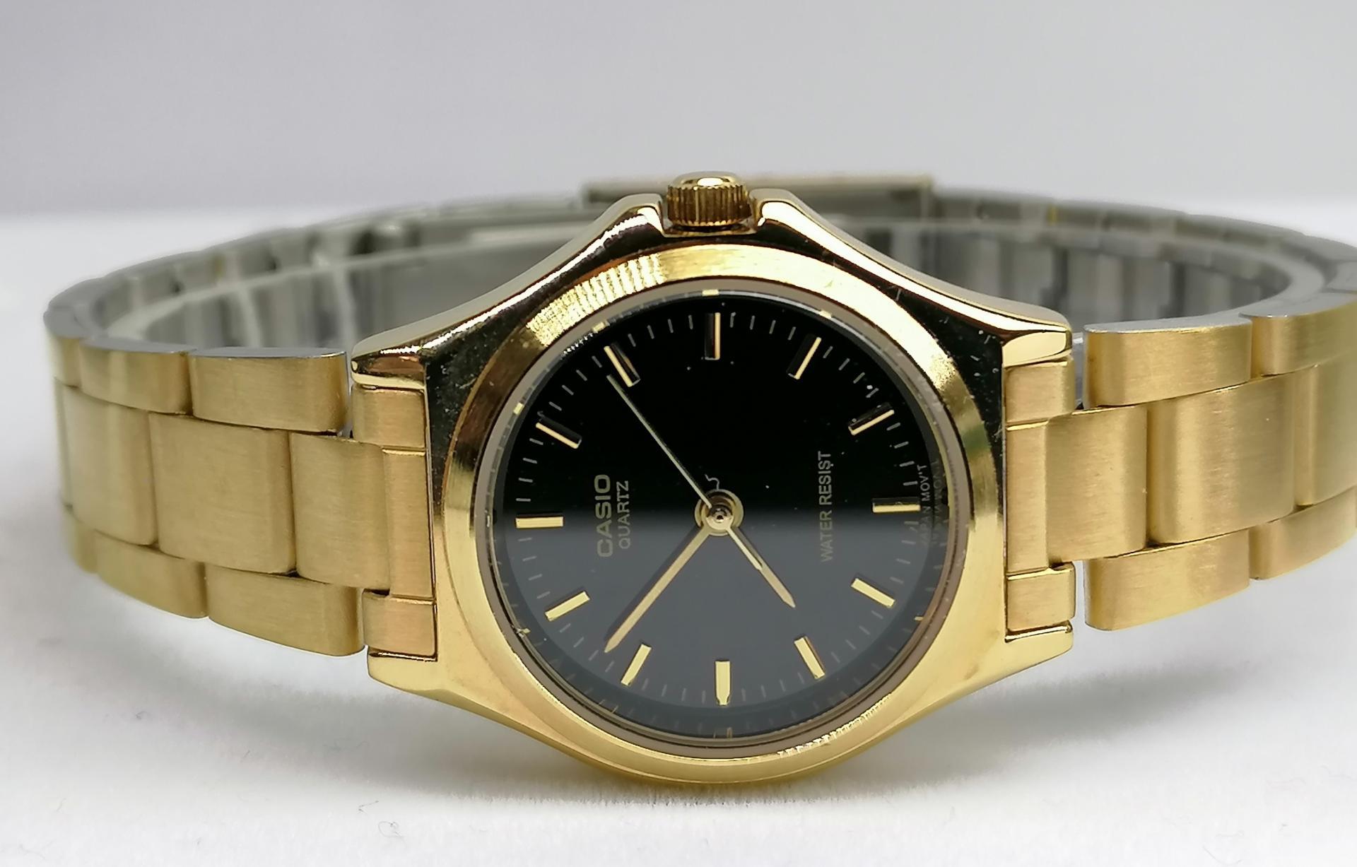 Reloj Casio Mujer Dorado Esfera Negra LTP-1130N-1ARDF