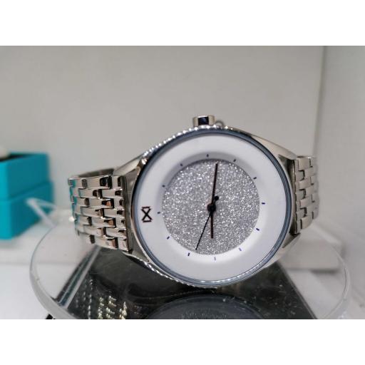 Reloj de Mujer Mark Maddox Acero Esfera Blanca Con Piedras MM7130-06