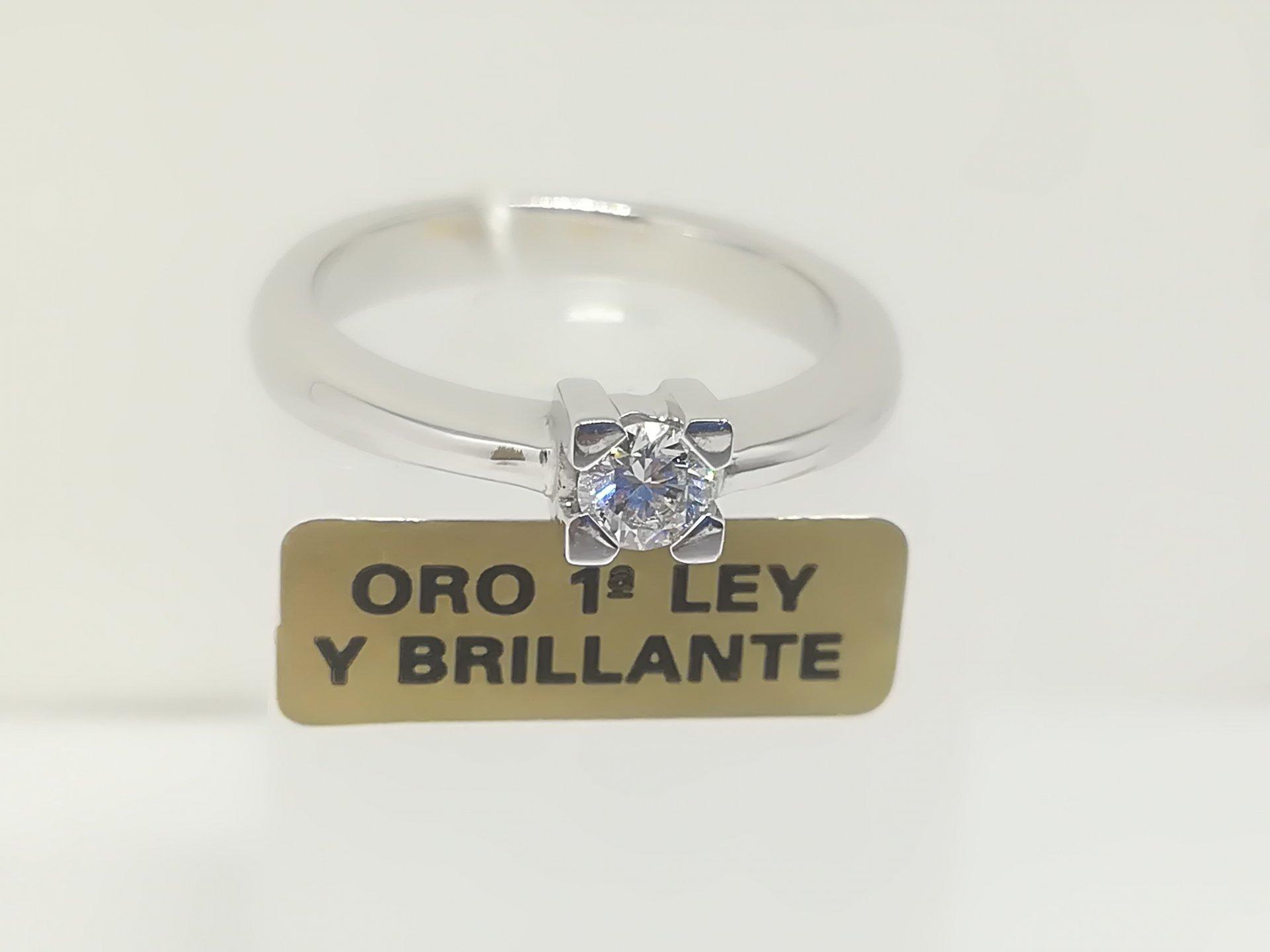 Anillo Diamantes Solitario En Oro Blanco
