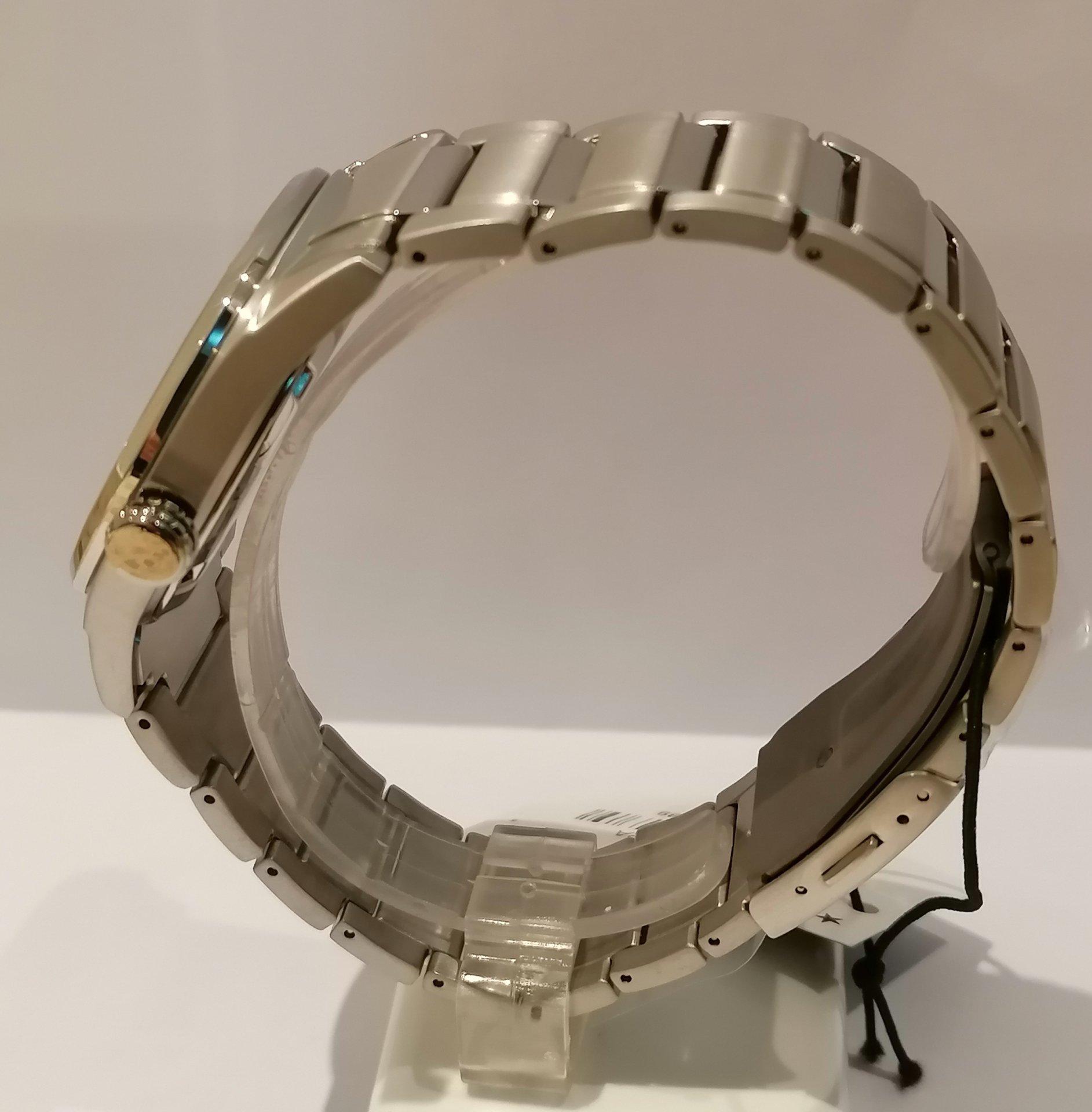 Mira la bonita terminación de los eslabones de este Citizen Super Titanium