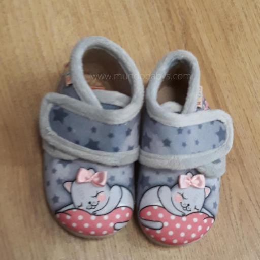 Zapatillas botitas con velcro gatitos