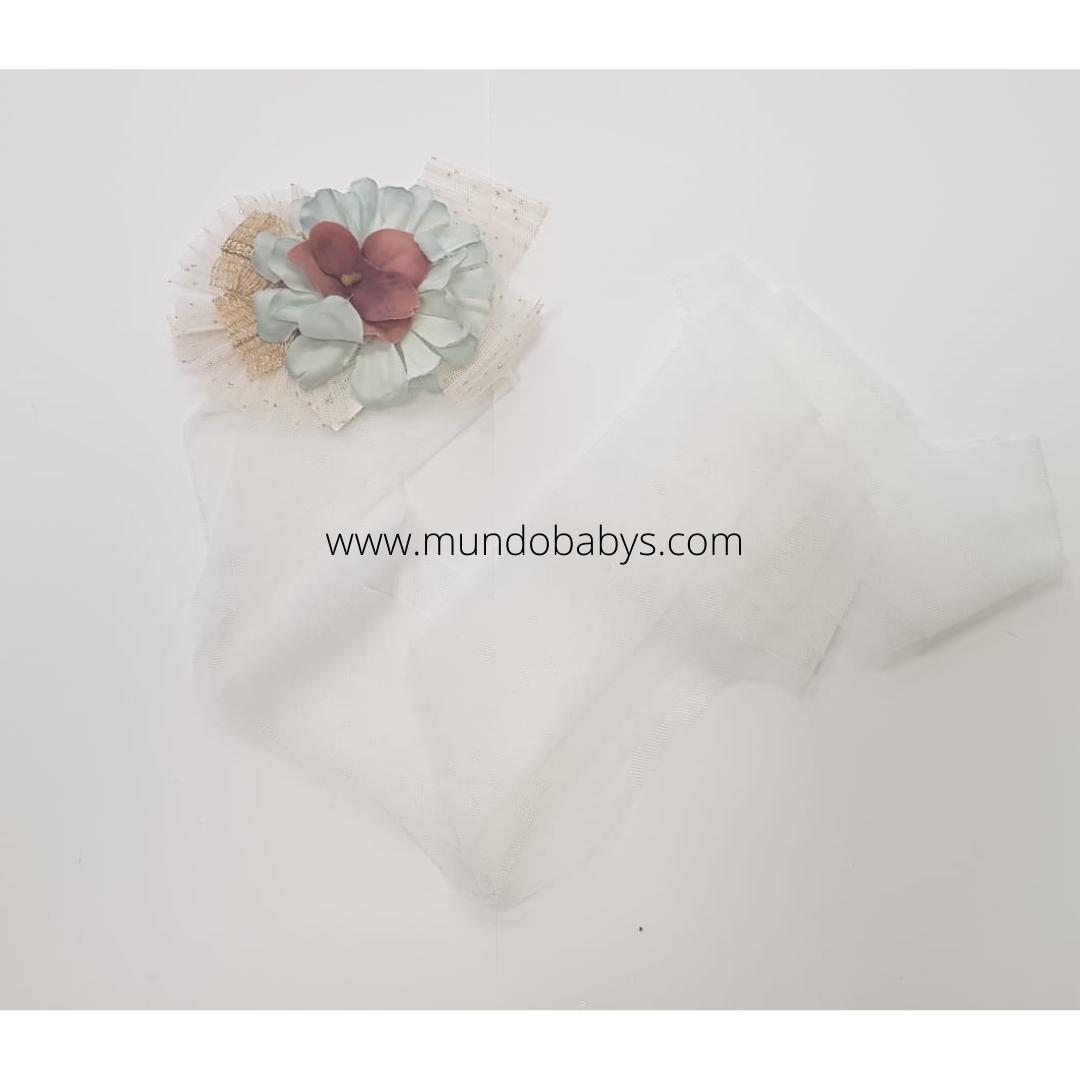 Bandana blanco roto con flores y tul