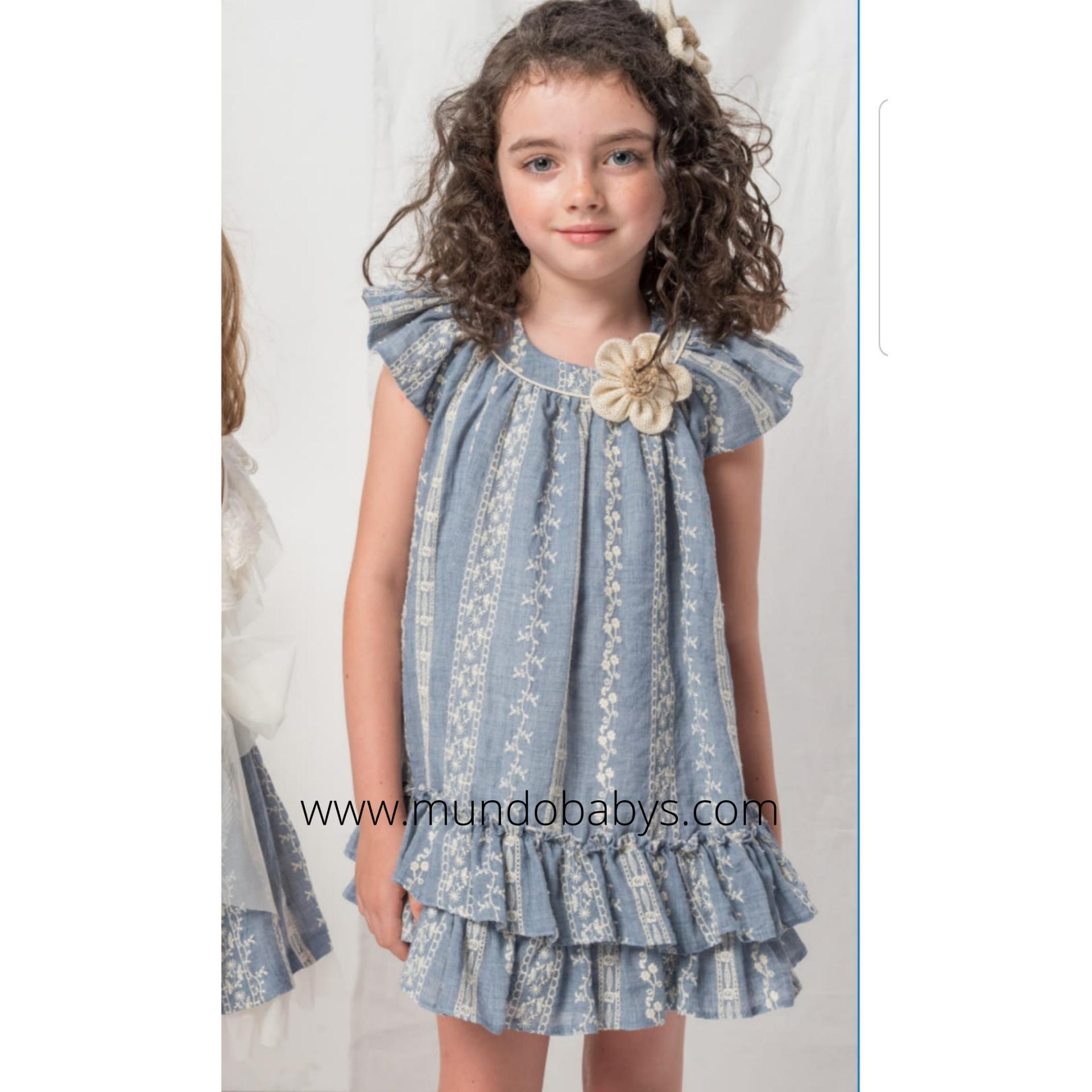 Vestido bordado en azul