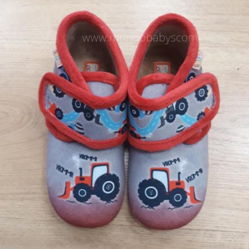 Zapatillas botitas tractor cerrada con velcro