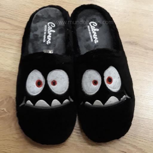 Zapatillas abiertas en monstruos