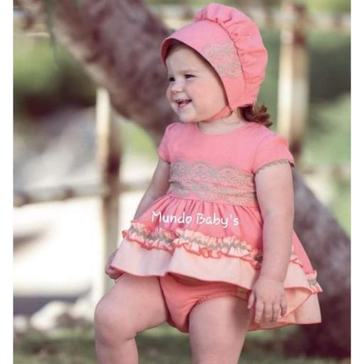 Vestido con braguita y capota coral