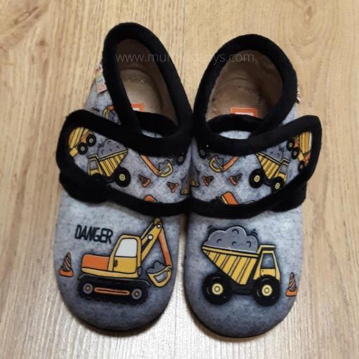 Zapatillas tipo botita con velcro grúa y camión