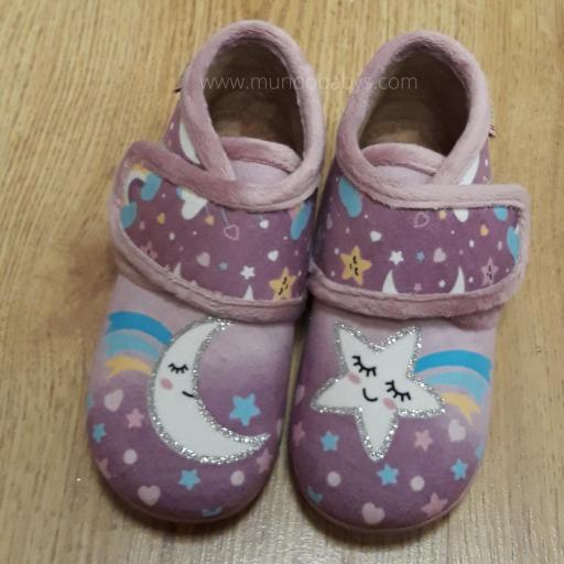 Zapatillas tipo botitas estampado en luna y estrellas