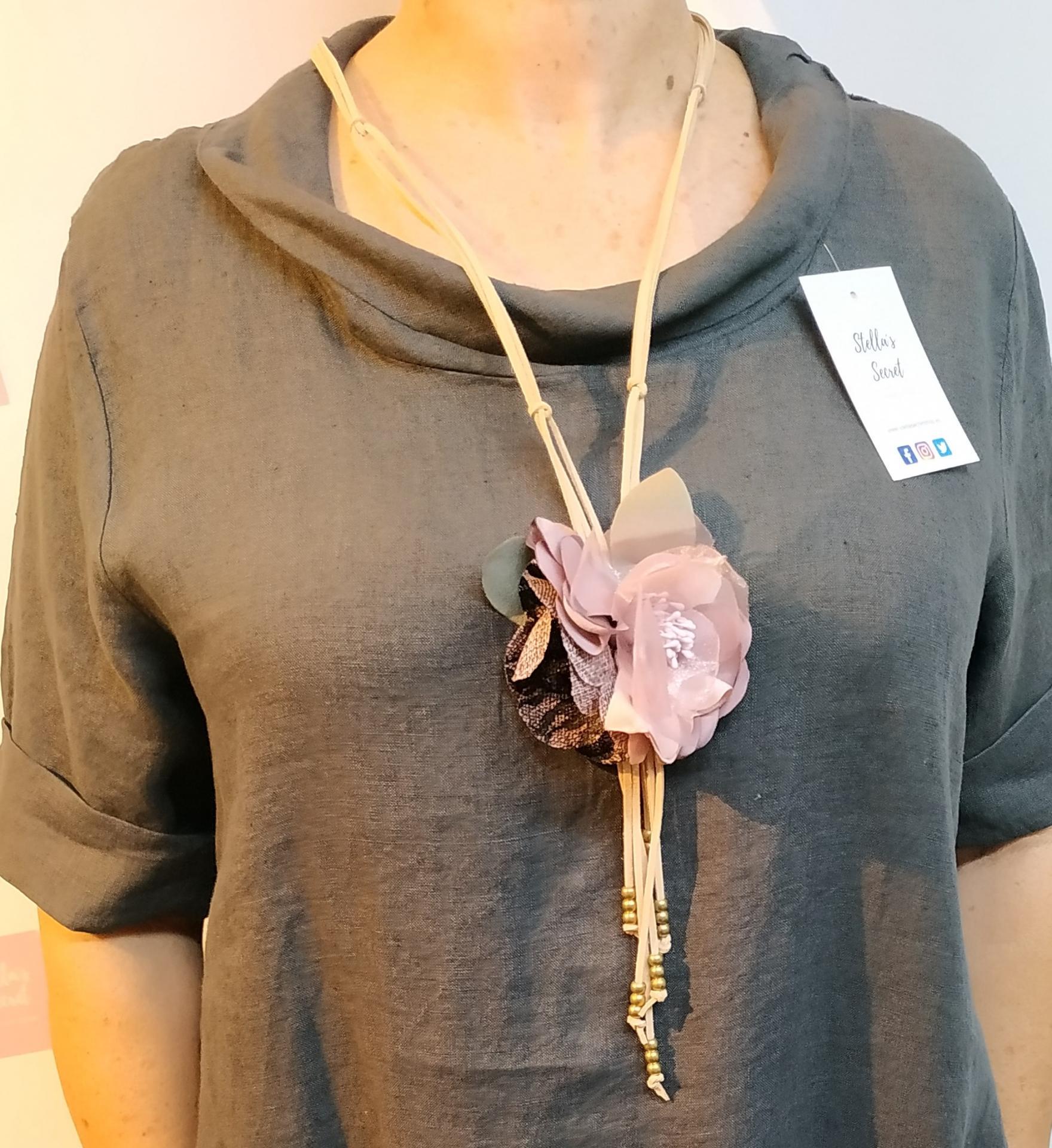 Collar Flor Cordón