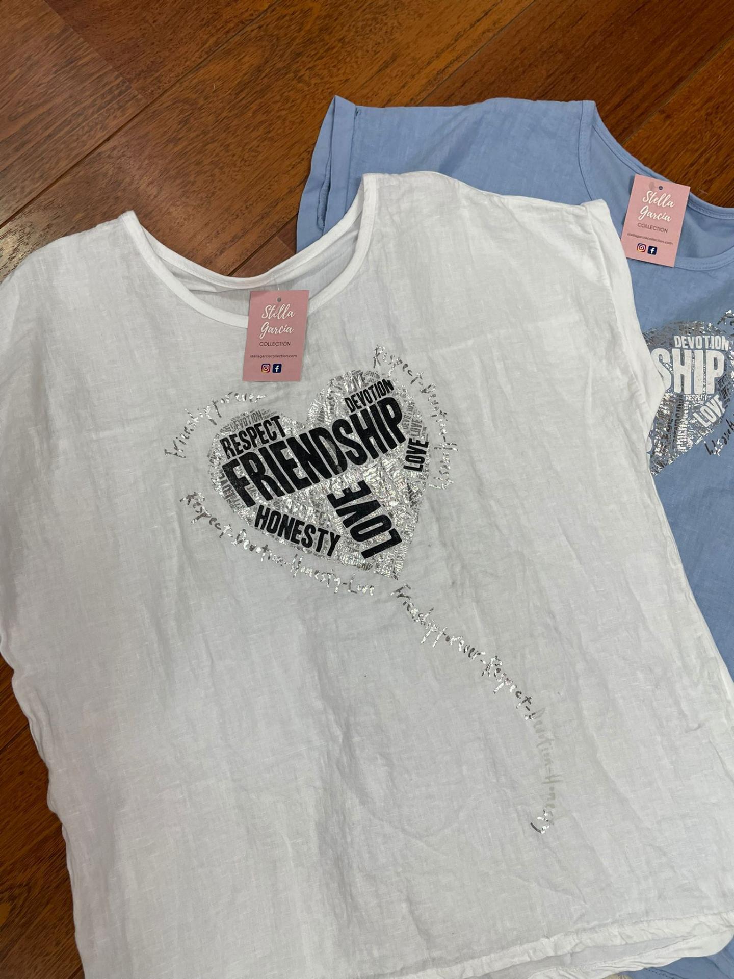 Camiseta Talla Grande Friend en Blanco, Celeste, Beige y Azul