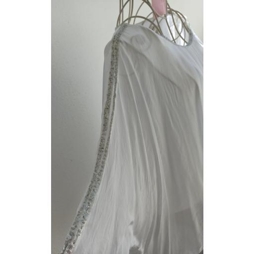 Blusa Seda Pedrería en Blanco [1]