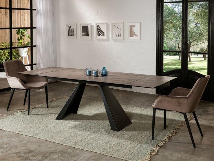 Mesa metálica de diseño para comedor