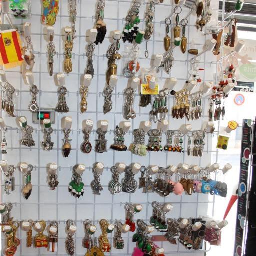 LLAVEROS PREGUNTE SI BUSCAN ALGÚN MODELO DE LA FOTO RF. 01276