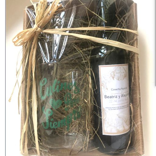 Botella de Sidra  Personalizada con  vaso en Bandeja Rústica