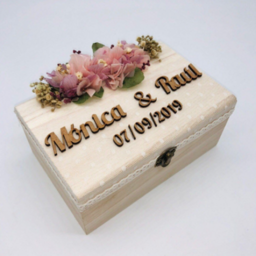 Caja Madera Grabada con Flores Preservadas [1]
