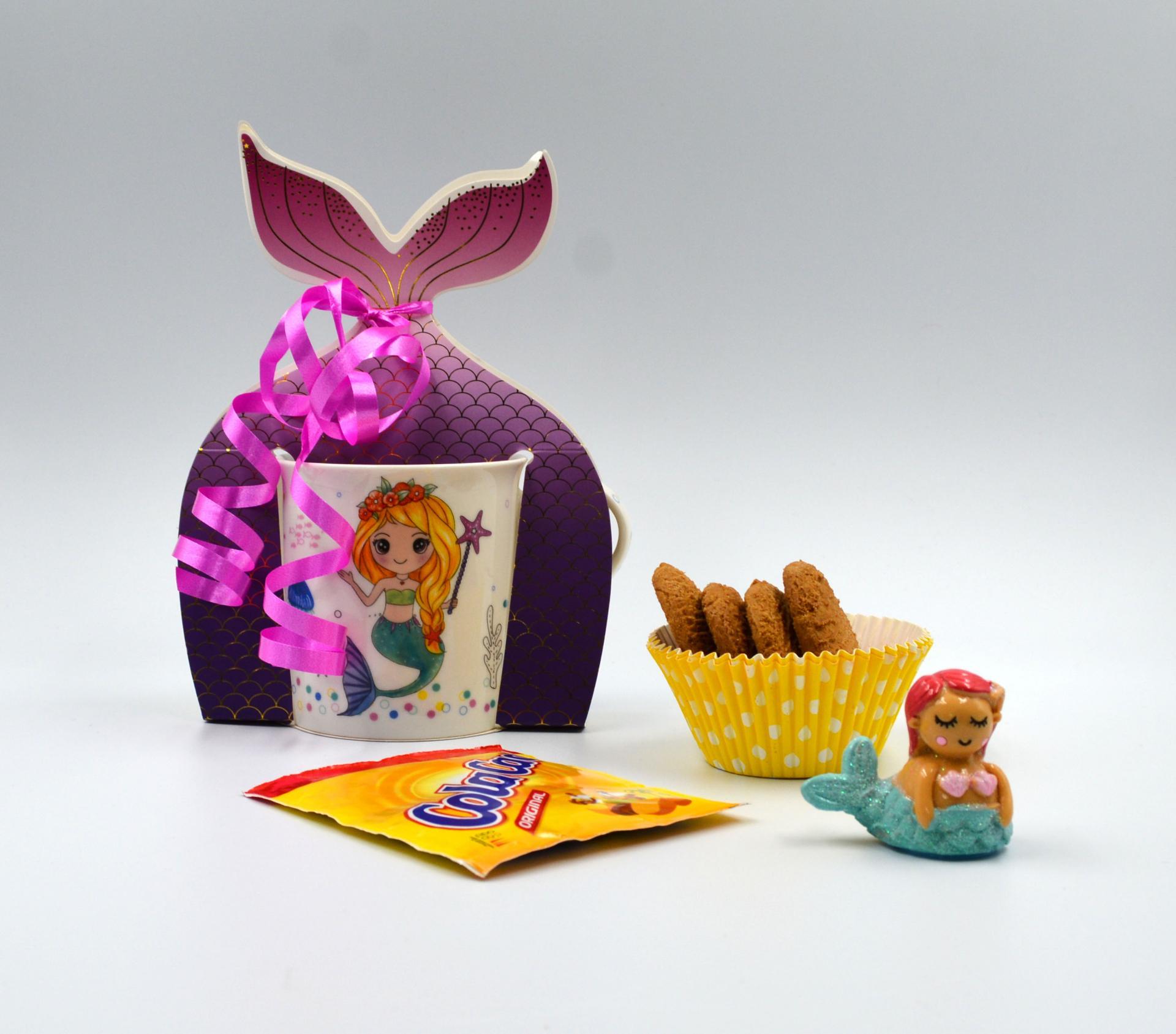 Taza Sirena con Colacao, galletas  y bálsamo de labios
