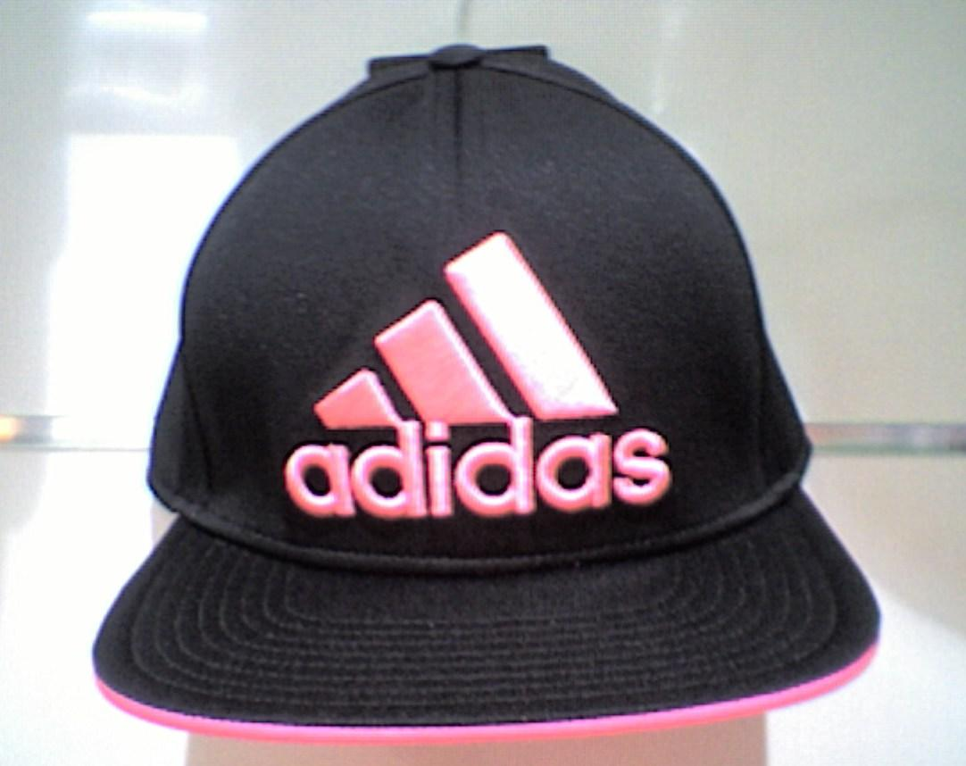 GORRA FLAT FITTED NEGRO/ROSA S20554