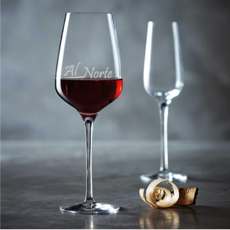 Ejemplo de grabado de logo en copa de vino personalizada