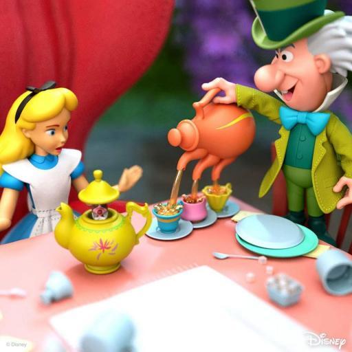 Figura articulada Disney Ultimates Alicia en el país de las maravillas Alice 18 cm [2]