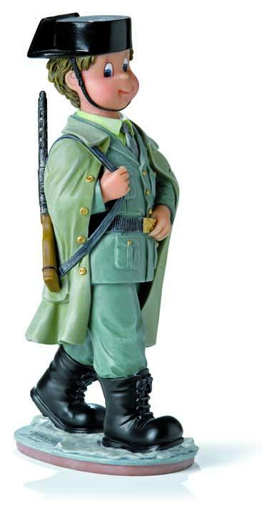 746786-civil-guardia-civil-tricornio-profesiones-nadal-benemerita-lomejorsg.jpg