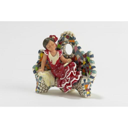 figura-nadal-studio-serie-gaudi-resina-784608-descansando-en-el-banco-niña-vestida-gitana-color-rojo-lunar-blancolomejorsg.jpg