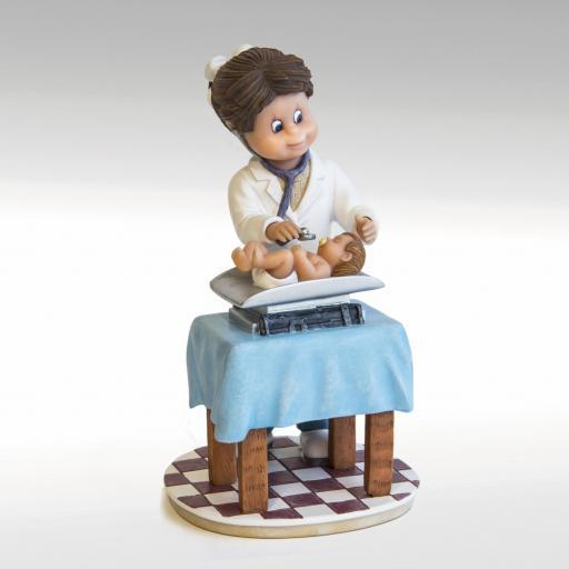 figura-pediatra-746776-nadal-studio-profesiones-pequeños-tesoros-lomejorsg.jpg