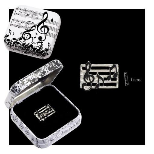 pin-pentagrama-metal-plateado-esmaltado-en-caja-metal-decorada-motivos-musicales-blanco-negro-javier-19-929-musica-lomejorsg.jpg