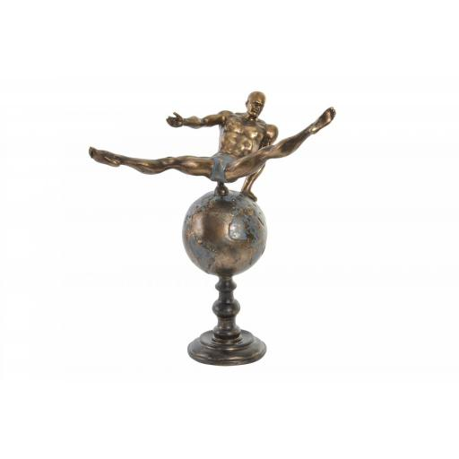 Figura Atleta dorado envejecido sobre mundo
