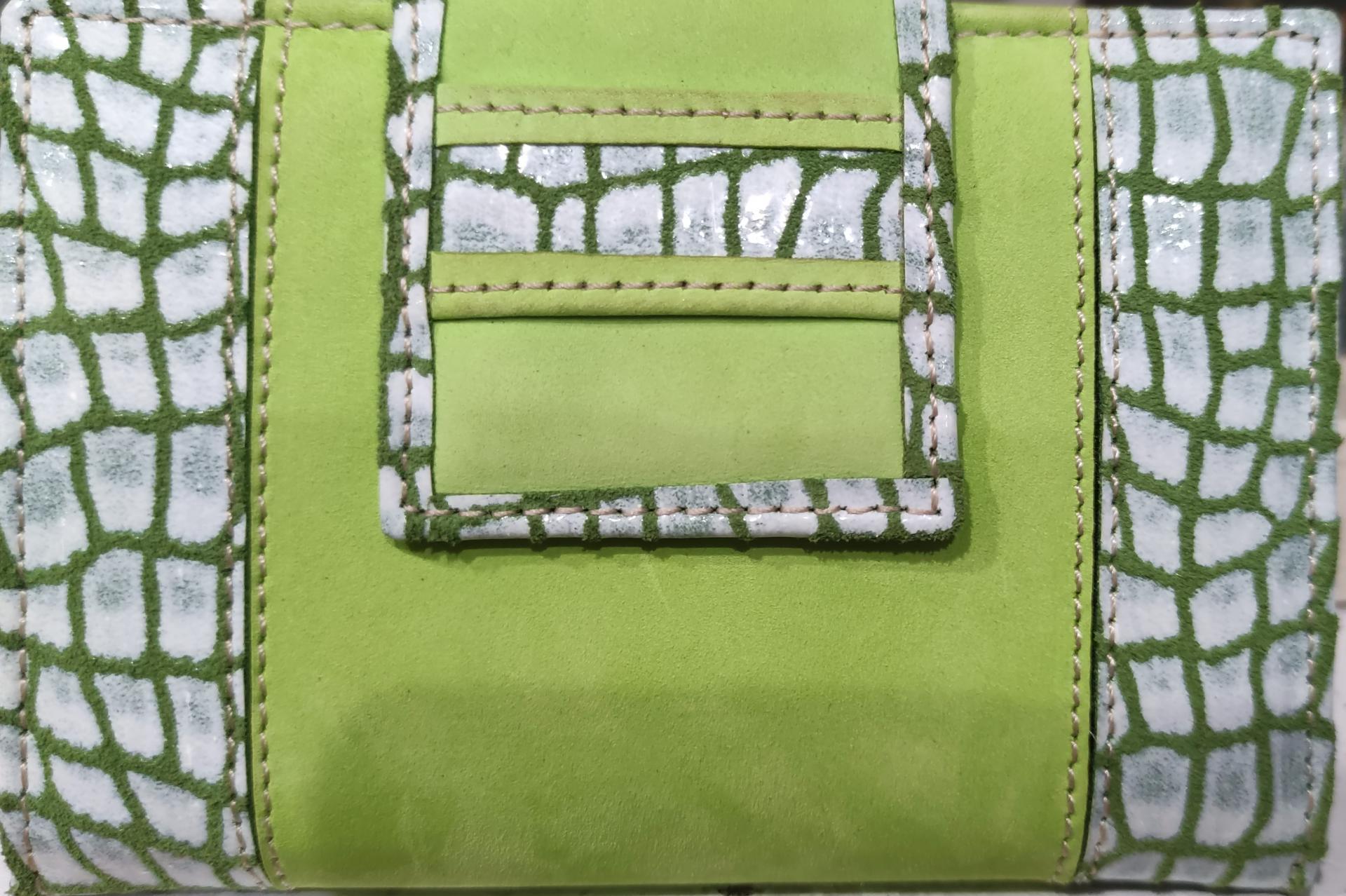 carterapiel-mujer-verde-ubrique-pielserpiente-monedero-tarjetero-lomejorsg-delantera.jpg